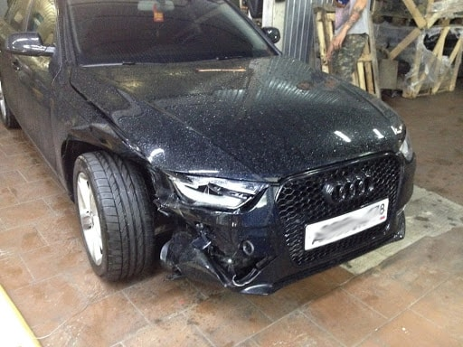 Фото Audi с разбитым бампером