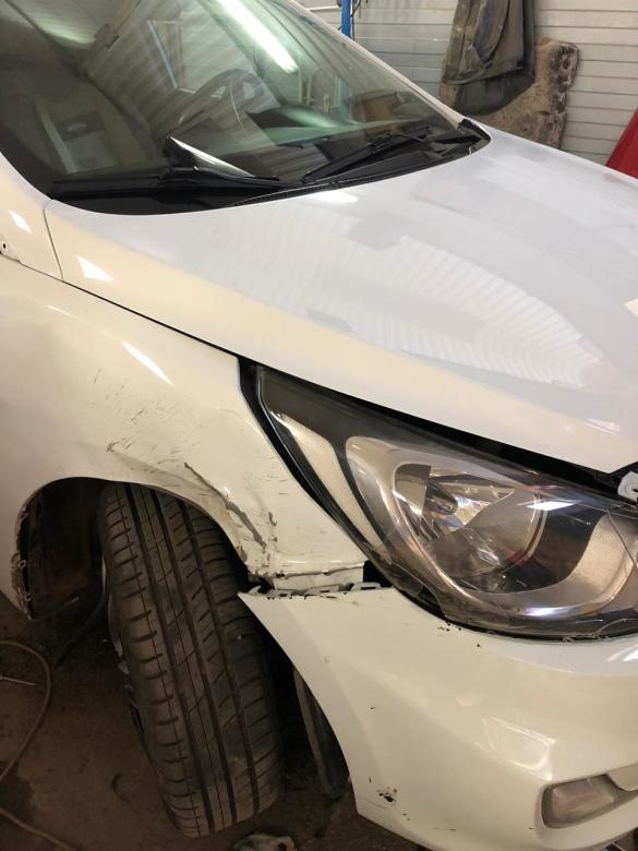 Фото сломанного бампера и переднего крыла Chevrolet