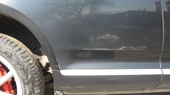 Фото царапины на двери авто