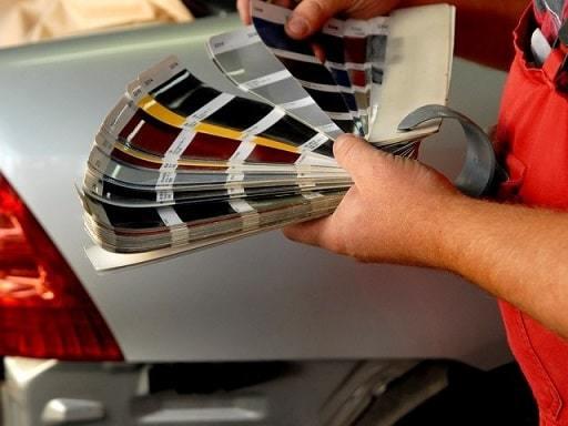 Фото процесса подбора краски