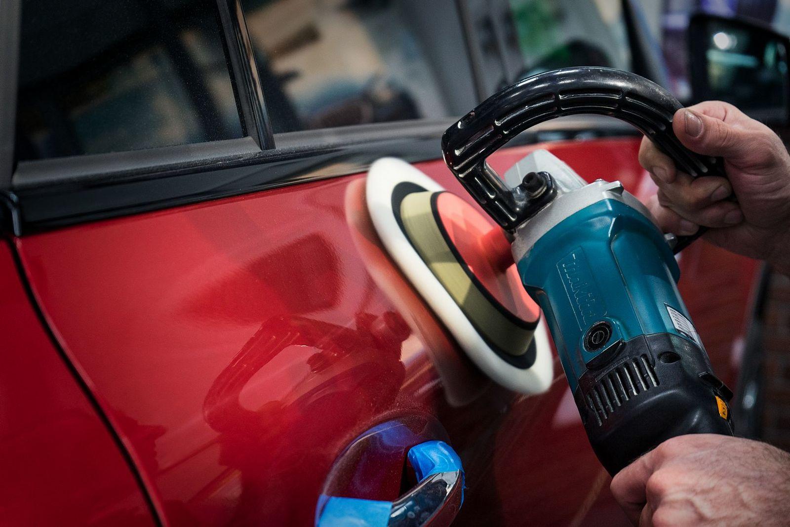 Фото полировки кузова авто