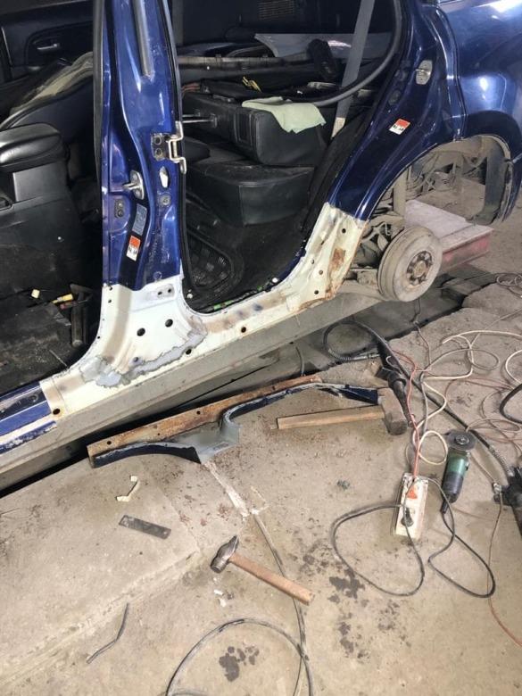 Фото авто в процессе ремонта порога