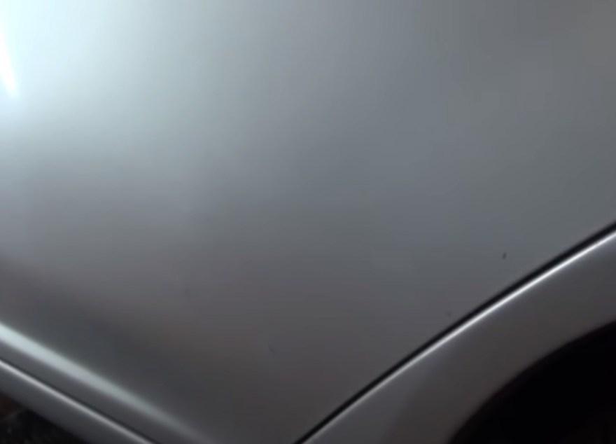 Фото результата ремонта вмятины на двери без покраски