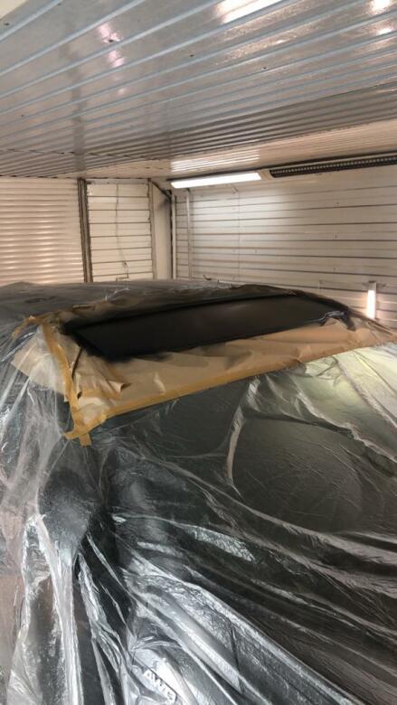 Фото процесса локальной покраски крыши