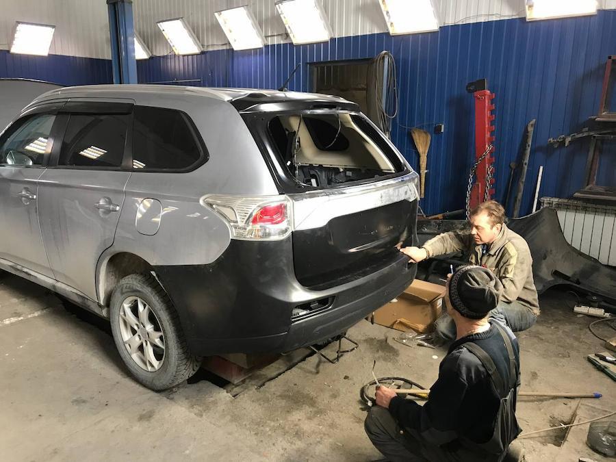 Фото Mitsubishi Outlander в процессе кузовного ремонта