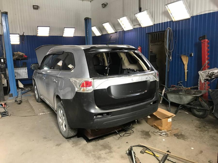 Фото процесса восстановления задней части Mitsubishi Outlander